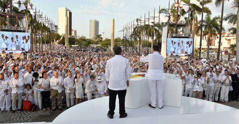 Crowds welcome the signing of the peace treaty between the government and the FARC in Cartagena. Photo: Presidency of Colombia