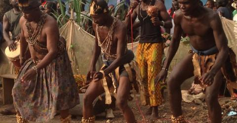 The traditional dance group Wandara contributes to Bangui peace-building efforts.