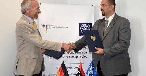 El Embajador de Alemania en Libia, Christian Much (izquierda) y el Jefe de Misión de la OIM de Libia, Othman Belbeisi. Foto: OIM 2016