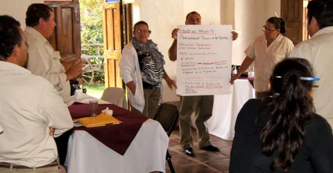 IOM and its partners in Central America organized a series of training workshops in El Salvador, Honduras and Nicaragua for health promoters and government officials concerned with the human rights and health needs of migrants. © IOM 2015