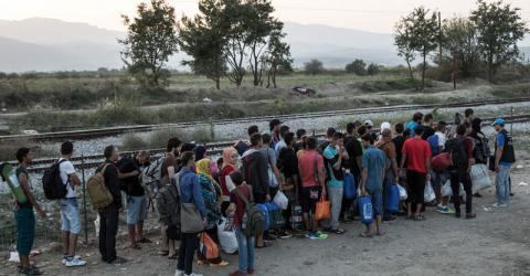 Migrants lining up to cross the Greek border with the Former Yugoslav Republic of Macedonia (FYROM) (File photo). © IOM/Amanda Nero 2015