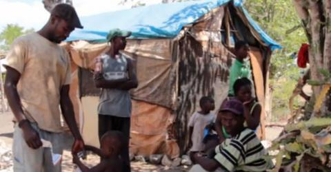 Returnees with nowhere to go gather in makeshift shelters in Anse-à-Pitres. © IOM 2015