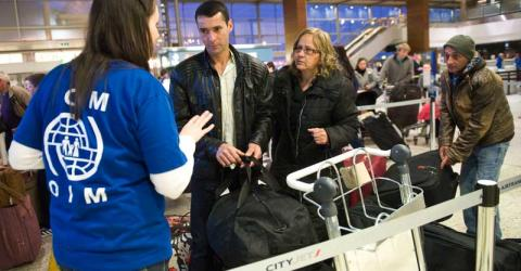 IOM Ireland staff assists a couple at Dublin airport to voluntarily return home. © European Commission 2012