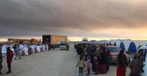 Aid for newly displaced families arrives at Al-Qayara. Photo: Hala Jaber-Bent / IOM