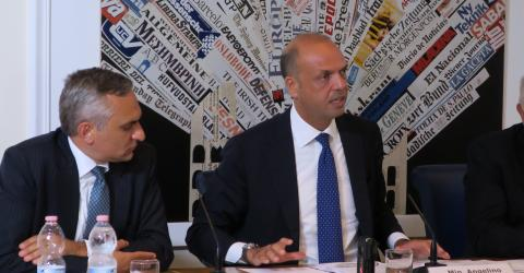 """Italian Interior Minister Angelino Alfano and IOM Italy Chief of Mission Federico Soda at the launch of the """"Aware Migrants"""" campaign. Photo: IOM"""