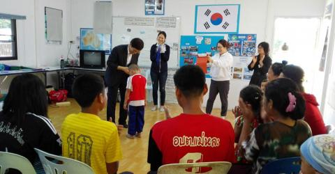 Refugees resettling to South Korea complete pre-departure cultural orientation in Thailand. © IOM 2015