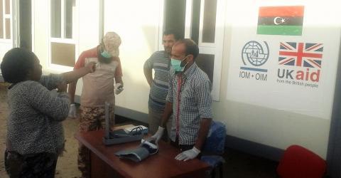 Personal de la OIM de Libia estableció una clínica en un punto de desembarque. Foto: OIM