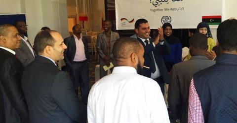"""Capacitadores de Libia se reúnen bajo el lema: """"Juntos podemos reconstruir"""". Foto: OIM"""
