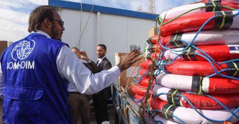 La OIM en Libia y los embajadores de Alemania y Holanda en Libia visitan el principal puerto marítimo de Trípoli. Foto: OIM
