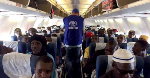 Migrantes nigerinos retornan por vía aérea desde el sur de Libia. Foto: OIM