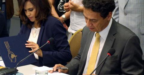 Senator Blanca Alcalá  and Marcelo Pisani sign the agreement in Panama. Photo: Parlatino