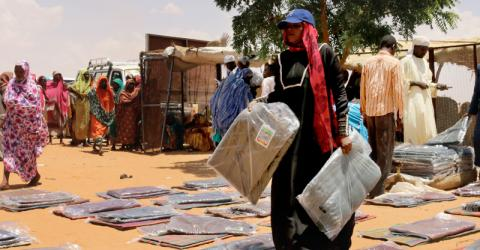 IOM distributes emergency shelter and non-food relief items to displaced families in Sudan ahead of the rainy season. © IOM 2015