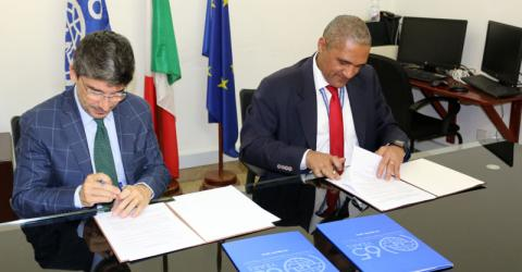 Representatives of IOM Sudan and the Italian Development Agency sign an agreement to provide water, sanitation in Eastern Sudan. Photo: IOM