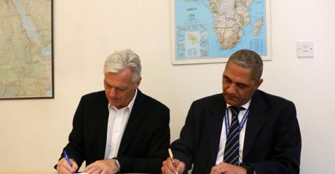Norwegian Ambassador Bard Hopland and IOM COM Mario Lito Malanca sign the agreement. Photo: IOM
