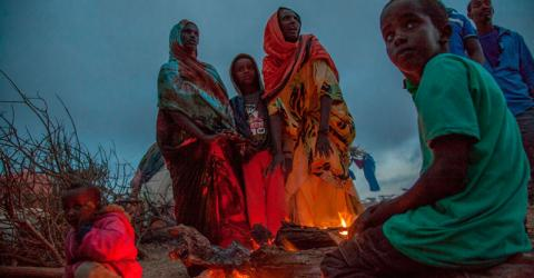 Somali drought-displaced communities gather around a fire to fight off biting cold. Photo: IOM / Mary-Sanyu Osire