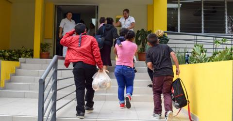 Young returnees arrive at a reception centre in El Salvador. Photo: Jose Miguel Gomez / IOM