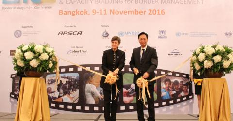 Jill Helke, IOM's Director for International Cooperation and Partnerships, and Warawudh Chuwiruch, Director-General of Thailand's Department of Consular Affairs, lead the ribbon-cutting for the exhibition of the 4th BMC. Photo: IOM