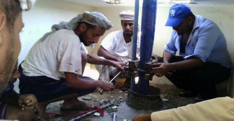 IOM staff conduct maintenance work on a submersible pump of one of the wells that supply Aden governorate.© IOM 2015