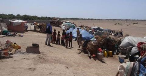 IOM DTM Team in Yemen assessing and monitoring IDP households in Tuban district in Lahj. Photo: IOM 2016