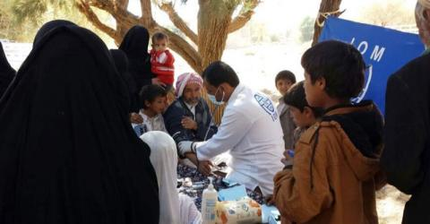 Displaced Yemeni families are treated at an IOM mobile clinic. Photo: IOM