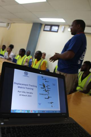 IOM surge team member Wonesai Sithole training a group of enumerators to implement the Displacement Tracking Matrix. © IOM/Joe Lowry 2015