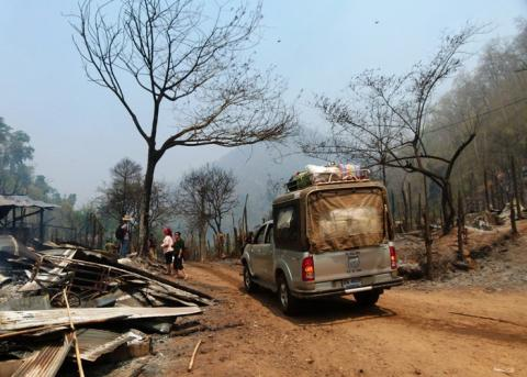 An IOM vehicle arrives at Mae Surin with non-food support for the hundreds of people made homeless by the deadly fire on 22 March 2013. © IOM 2013