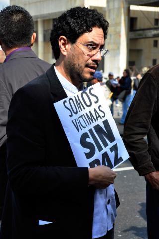 Iván Cepeda Castro, de Bogota, membre de la Chambre des représentants de Colombie. Son père, engagé politiquement au sein de l'Union patriotique dans les années 80, a été tué par des groupes militaires en 1994. © Fondation Culture démocratique (Fucude)