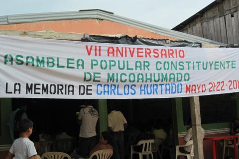 Micoahumado (État de Bolivar) est une zone urbaine située dans la municipalité de Morales, dans le sud de l'État de Bolivar. Elle a été à plusieurs reprises la cible du corps « Bol?var central » des Milices d'autodéfense unies de Colombie (AUC). En 2002, dans un souci de ramener la paix, ces milices ont créé leur assemblée constituante. © Archives Fucude.