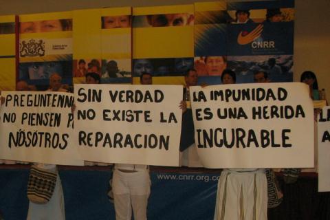 Les populations autochtones de Colombie ont rencontré la Commission nationale de réparation et réconciliation pour exiger la vérité sur les actes de violence commis à leur encontre. © Archives Fucude.