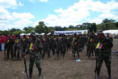 Le corps des Centaures des Milices d'autodéfense unies de Colombie exerçait une forte influence dans le sud de la Colombie et en contrôlait le territoire. Il a été démobilisé de septembre 2005 à avril 2006. © OIM 2005