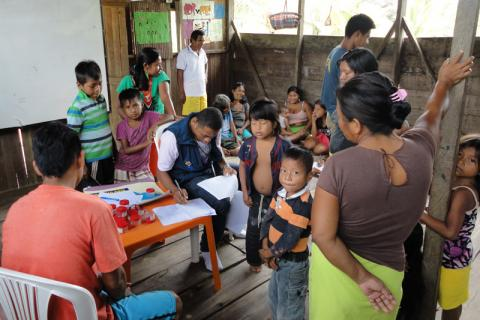 """Health workers in a remote village on Colombia's Pacific Coast, taking part in the project """"Strengthening of the strategy 'Stop tuberculosis in 46 prioritized communities of Colombia'"""", financed by the Global Fund to Fight AIDS, Tuberculosis, and Malaria . © IOM 2014"""