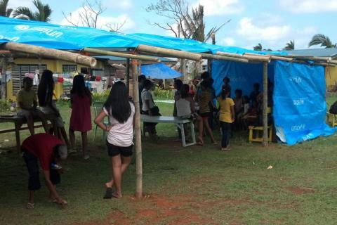 Un abri de jour adapté aux besoins des enfants a été construit dans l'enceinte de l'école primaire Doña Victoria Cortes Memorial, dans la province de Capiz, aux Philippines. © OIM 2013 (Photo de Grant Robertshaw)
