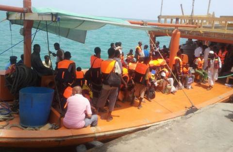 Quelques-uns des 200 migrants éthiopiens évacués par bateau depuis le Yémen vers Djibouti. © OIM 2015