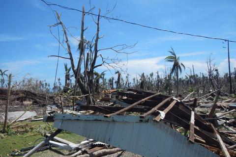 Damaged property on Yap Island. © IOM/Philip Raffilpiy 2015