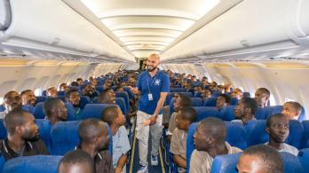 Migrants voluntarily return home to Nigeria with an IOM charter flight from Libya. File Photo: IOM.