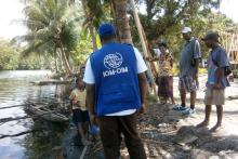 La OIM trabaja directamente con algunas de las comunidades más remotas de Papua Nueva Guinea, instruyéndoles para que puedan reaccionar a los peligros con que se enfrentan. © OIM 2013