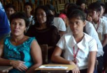 Students of Mobo National High School in Masbate, Philippines are accompanied by their parents during the awarding ceremonies of IOM and Overseas Workers Welfare Association's (OWWA) joint programme on youth, employment, and migration. © IOM 2011