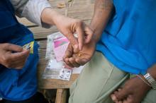 Los enfermos de tuberculosis deben medicarse cada día durante seis meses. © Mikel Flamm 2013
