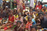 Returned persons from Kasala village, Kasai Province, awaiting food distribution by the NGO COPROMOR and Christian Aid. Photo: Joseph Mankamba / OCHA-DRC