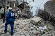 Rescue workers search the rubble for survivors in Ecuador. Photo: Colombian Red Cross USAR team
