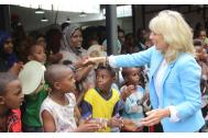 Dr. Jill Biden meets refugees at the IOM transit center in Addis Ababa. Photo: IOM 2016