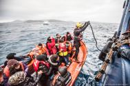 A Migrant Offshore Aid Station (MOAS) team rescues migrants in the Aegean between Greece and Turkey (File photo). © MOAS.EU/Jason Florio