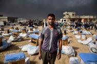 La OIM distribuye artículos no alimentarios en Saydawah, cerca de Mosul, entre familias desplazadas. Foto: Jenny Sparks / OIM