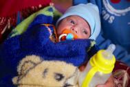 La bebé Hajir en el sitio de emergencia en Qayarah. Foto: OIM/Hala Jaber.