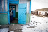 Los ancianos se han visto particularmente afectados por el conflicto en la zona este de Ucrania. Foto: OIM/ONU. Volodymyr Shuvayev.