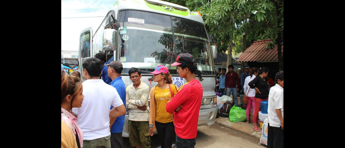 Cambodian migrants wait in Poi Pet for IOM transport to their home provinces. © IOM 2014 (Photo by Joe Lowry)