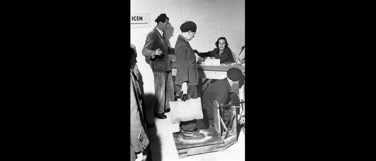 ICEM is responsible for the resettlement of thousands of Hungarian refugees who have fled to Yugoslavia. Photo © IOM 1957 – HYU0018