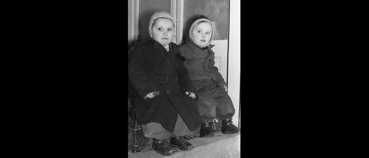 Two young Hungarian refugees wait for the departure of ICEM's first flight to the United States, 20 November 1956. Photo © Franz Fink 1956 – HAT0328
