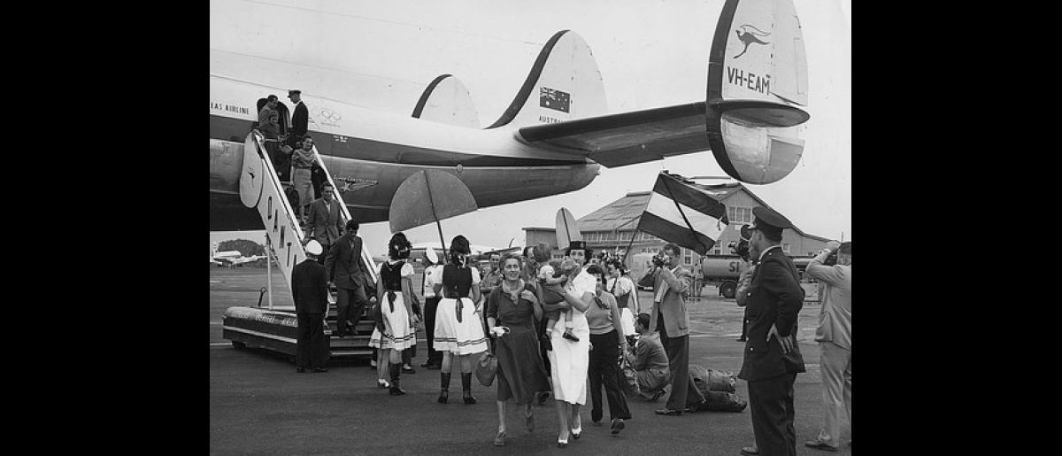 The first batch of 90 Hungarian refugees arrive at Sydney Airport by QANTAS Super Constellation. 2500 supporters are there to welcome the migrants to Australia. Photo © Australian Official Photograph 1956 – HAU0311 – T. Hood