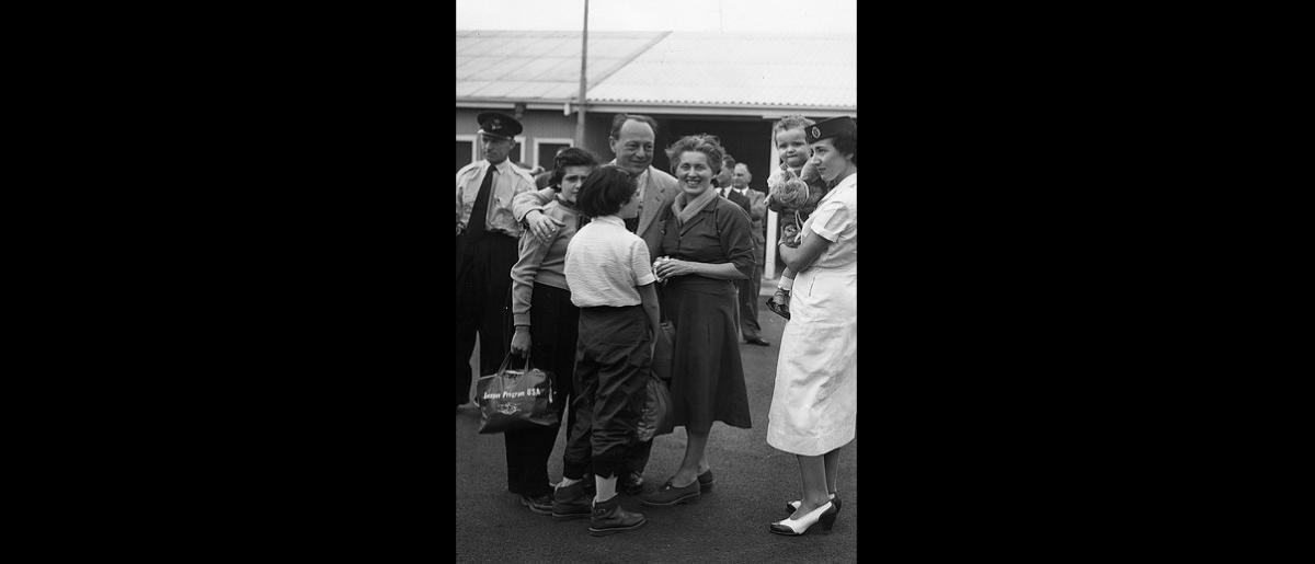 The first batch of 90Hungarian refugees arrive at Sydney Airport by QANTAS Super Constellation. 2500 Supporters and well wishes welcomed the migrants to Australia. Photo © Australian Official Photograph 1956 – HAU0309 – T. Hood